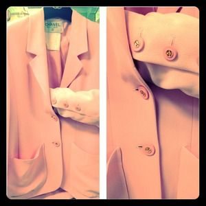 Chanel blazer pink details button