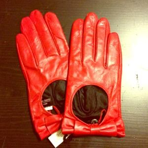 Red leather driving gloves with bows. NEW.