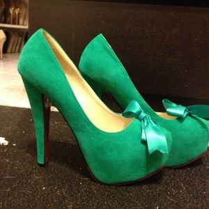 Shoes - ❗Traded❗Brand new! Apple green, red bottom pumps