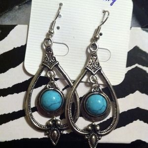 Beautiful turquoise fashion earrings.