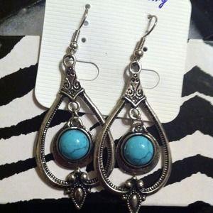 Beautiful turquoise fashion earrings.