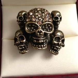 Jewelry - Gold Color Multi Skulls w/ Gold Rhinestones