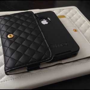 Clutches & Wallets - iPhone Wallet (5/4S/4/3)