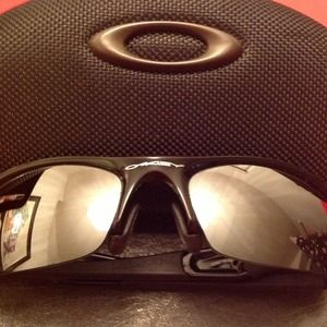 Oakley Accessories - Oakley sunglasses. Worn only a few times.