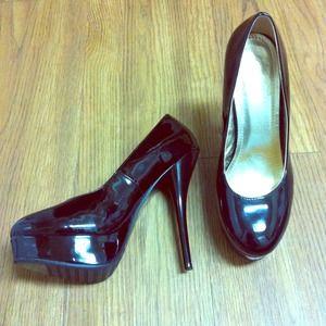 Black patent leather pumps
