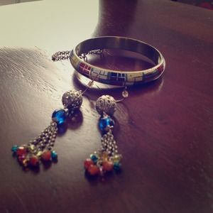 Multicolored earrings and bracelet