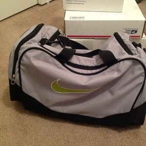 NIKE Handbags - Nike gym bag
