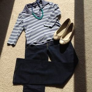 REDUCED Gap 3/4 length stripped top