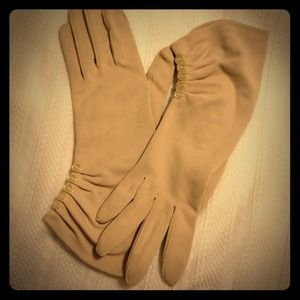 Accessories - Stunning Taupe Vintage Shirred Wrist Gloves