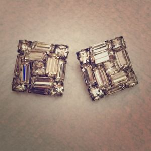 Jewelry - Stunning Vintage Rhinestone Clip-on Earrings