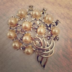 Jewelry - Vintage Silver Tone and Faux Pearl Brooch Pin