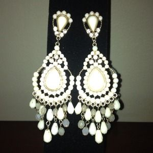 Jewelry - 💐Chandelier Earrings... FreeShipping