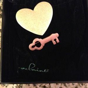 jewelmint Jewelry - Jewelmint heart & key brooch