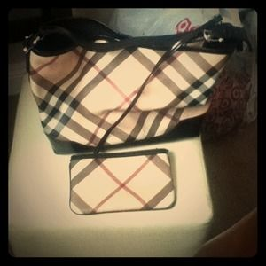Burberry Handbags - Burberry pursue
