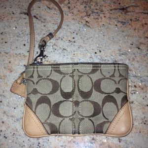 Clutches & Wallets - 🌟REDUCED🌟 AUTHENTIC COACH WRISTLET!!!!