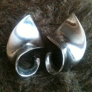 Jewelry - Silver earrings