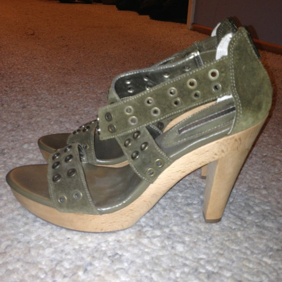 8cb23c4803 Banana Republic Shoes | Dark Green Suede Heels | Poshmark