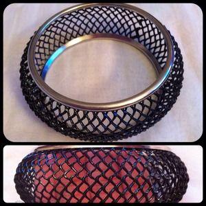 Metal fishnet bangle