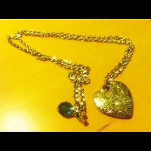 Jewelry - Vintage heart pendant necklace