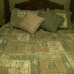Other - Queen size comforter set