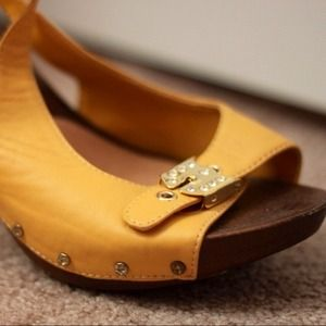 Cute Yellow/Gold Heels Size 8