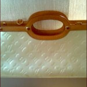 Vintage Louis Vuitton bag! Cream patent leather