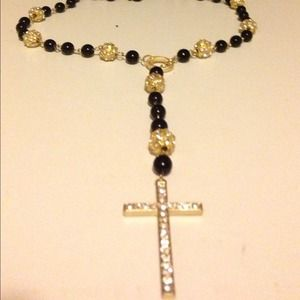Neckless cross black beeds gold