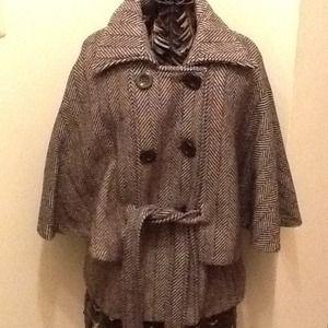 Jackets & Blazers - So chic cape!