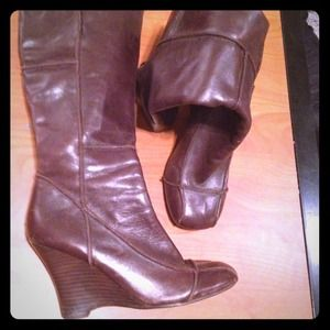 BEAUTIFUL dark brown leather boots from Aldo