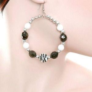 Jewelry - Black/White Fashion Earring