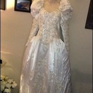 Dresses & Skirts - Reduced again!!! Beautiful Wedding Gown