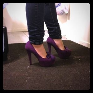Shoes - Purple red-bottom pumps with bow