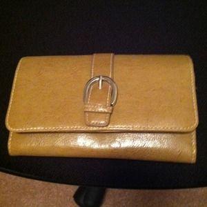 Handbags - NWOT tan/beige wallet