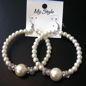 Jewelry - Pearl hoops !
