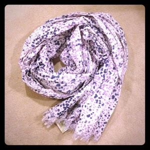 American Eagle Outfitters Accessories - American Eagle purple pattern scarf!