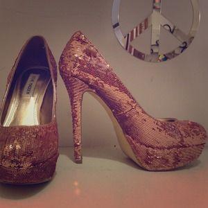 Steve Madden Shoes - Steve Madden sequin heels