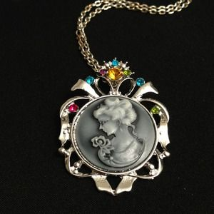 Jewelry - Victorian Lady Pendant Necklace