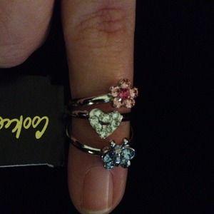 💢💢 SOLD 💢💢. Set of 3 adjustable girls rings