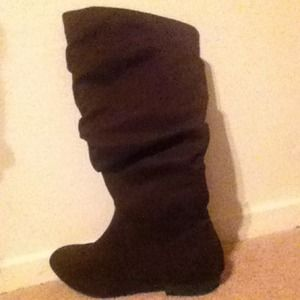 Brown suede boots size 6. Never worn.