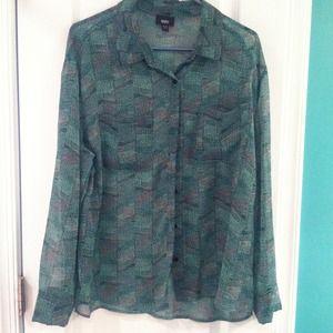 Tops - Cute sheer blouse!!