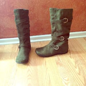 Boots - Olive suede troop style boots