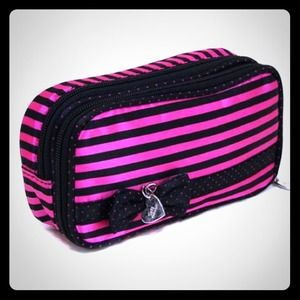 Accessories - ⬇REDUCED⬇Adorable Cosmetic Bag (New)