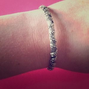 Jewelry - Silver striped spiral bracelet
