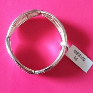 Jewelry - Silver spiral pebble bracelet