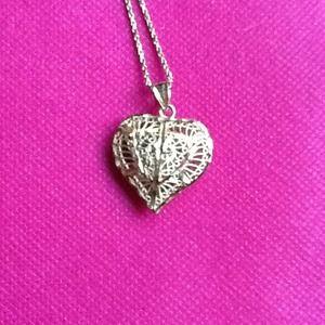 Jewelry - 14k Diamond Cut Heart Pendant/Chain. Great deal!!