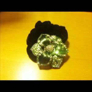 Accessories - Sparkly flower hair accessory