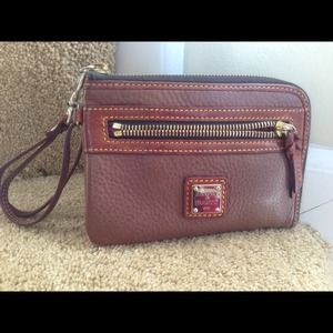 Dooney & Bourke hand clutch