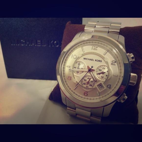 Michael Kors Runway Oversized watch MK8086. M 50ff08aac3c9150c420091c4 d39a92a123