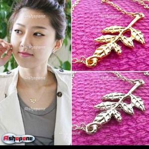Jewelry - 🆕Leaf necklace