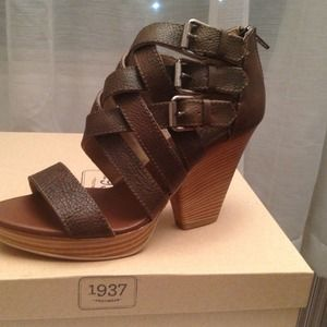 Basket Weave Wedge in dark olive